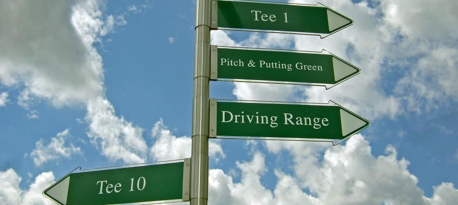Schilder auf Golfplatz